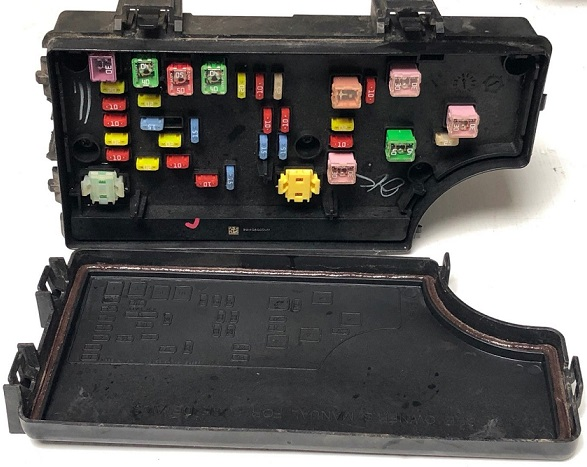 Chrysler PT Cruiser TIPM Fuse Box P56049719AP on 2006 lincoln ls fuse box, 2006 subaru legacy fuse box, 2008 chrysler pt cruiser fuse box, 2006 honda ridgeline fuse box, 2000 chrysler voyager fuse box, 2006 honda civic si fuse box, 2006 dodge charger rt fuse box, 2006 chrysler town & country fuse box, 2007 chrysler pt cruiser fuse box, 2006 jeep wrangler fuse box, 2004 chrysler concorde fuse box, 2006 hummer h2 fuse box, 2001 chrysler pt cruiser fuse box, 2006 hyundai santa fe fuse box, 2006 mercury milan fuse box, 2006 chrysler 300c fuse box, 2006 ford e350 fuse box, 2003 chrysler pt cruiser fuse box, 2008 jeep commander fuse box,